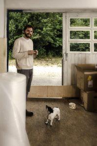John Bernad mag Hunde in Ateliers