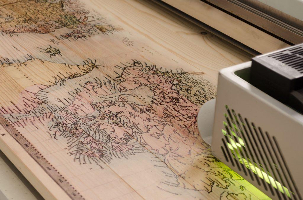 druck auf holz landkarten druck auf holz. Black Bedroom Furniture Sets. Home Design Ideas