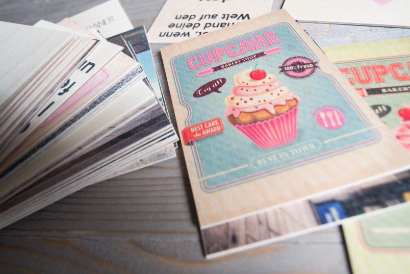 Holzpostkarte mit Wunschmotiv