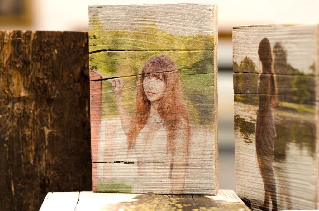 druck auf holz portrait auf vintage holz gedruckt. Black Bedroom Furniture Sets. Home Design Ideas