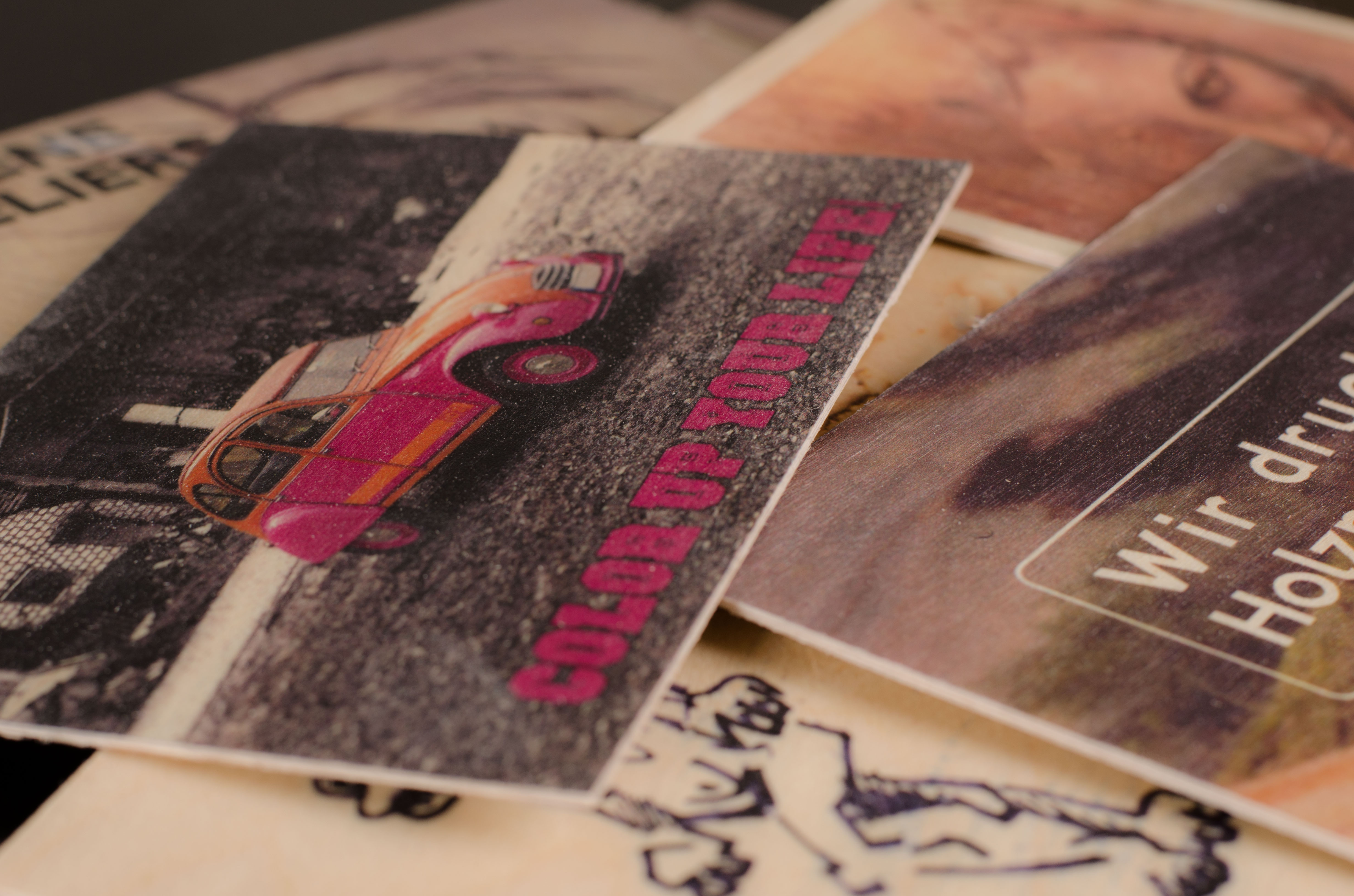 druck auf holz postkarte bedrucken lassen. Black Bedroom Furniture Sets. Home Design Ideas