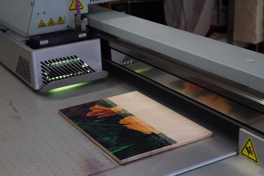 Blume auf Holz gedruckt