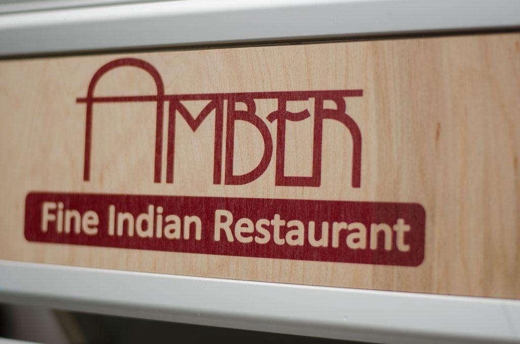 Restaurantschild aus Holz
