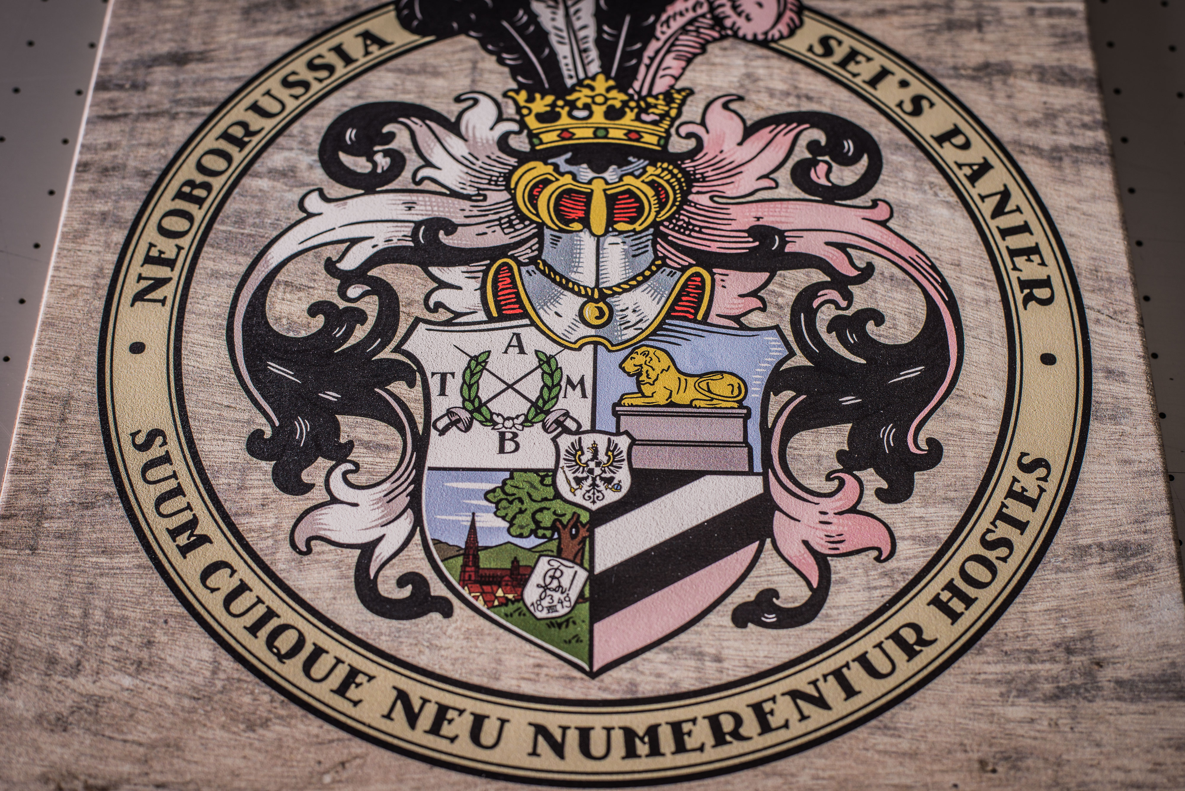 Wappen auf Holz