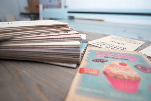Holzpostkarten von der Seite