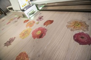 bedruckter Holzfußboden