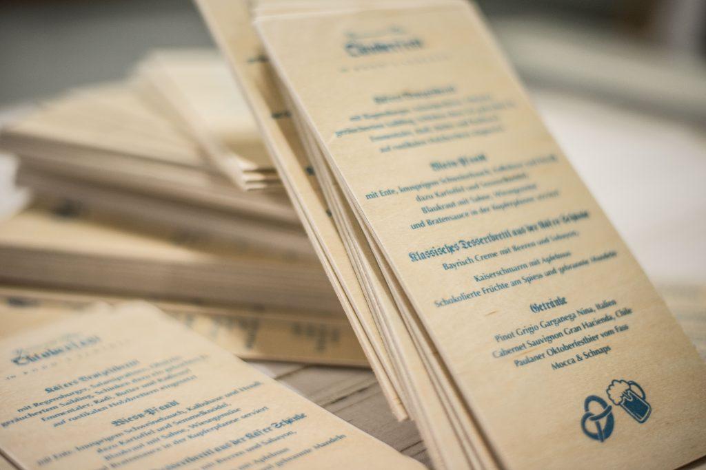 Speisekarte auf Holz - Dünne Holzkarten