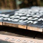 Holzlatten mit Spruch