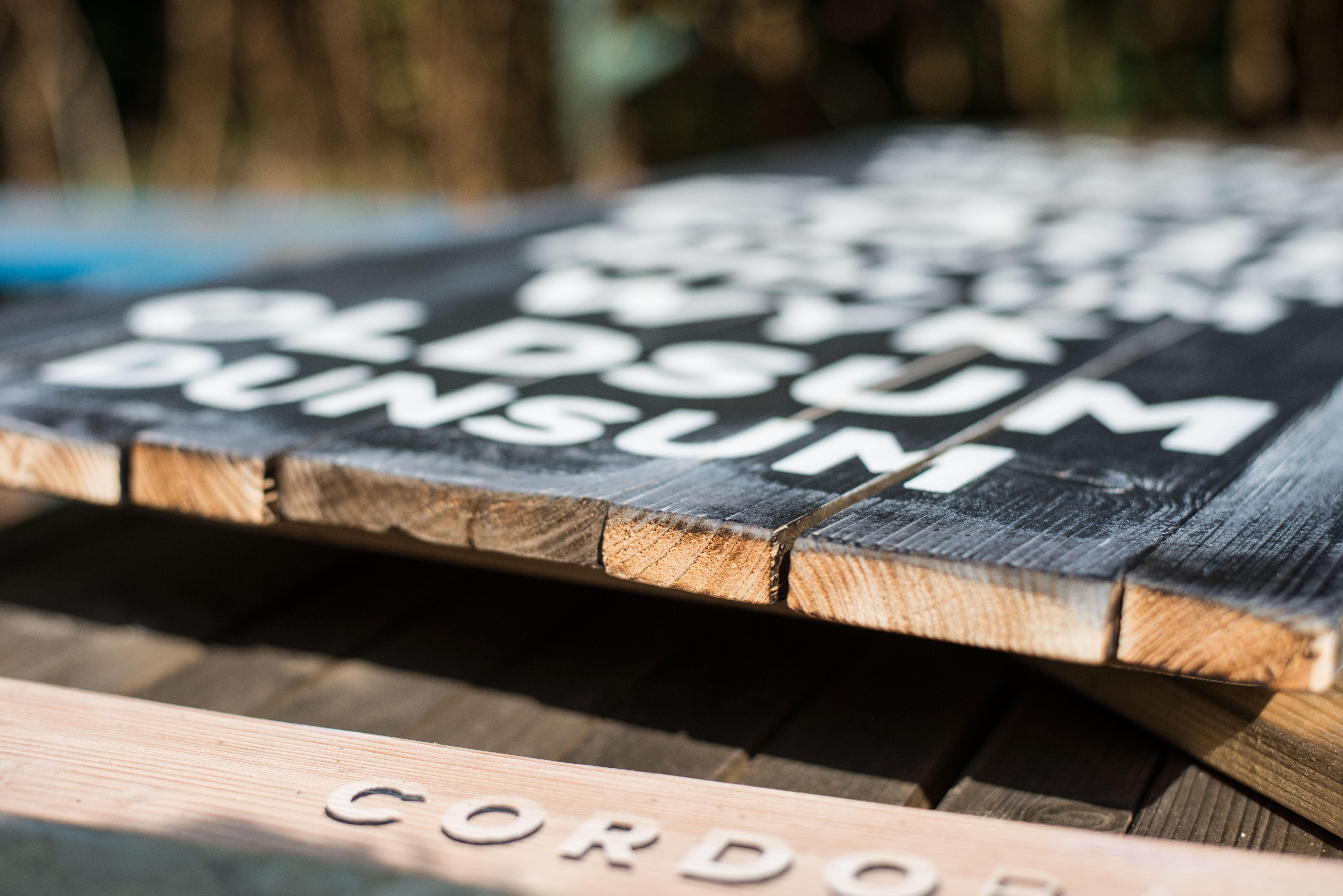 druck auf holz eigener spruch gedruckt auf holzlatten. Black Bedroom Furniture Sets. Home Design Ideas