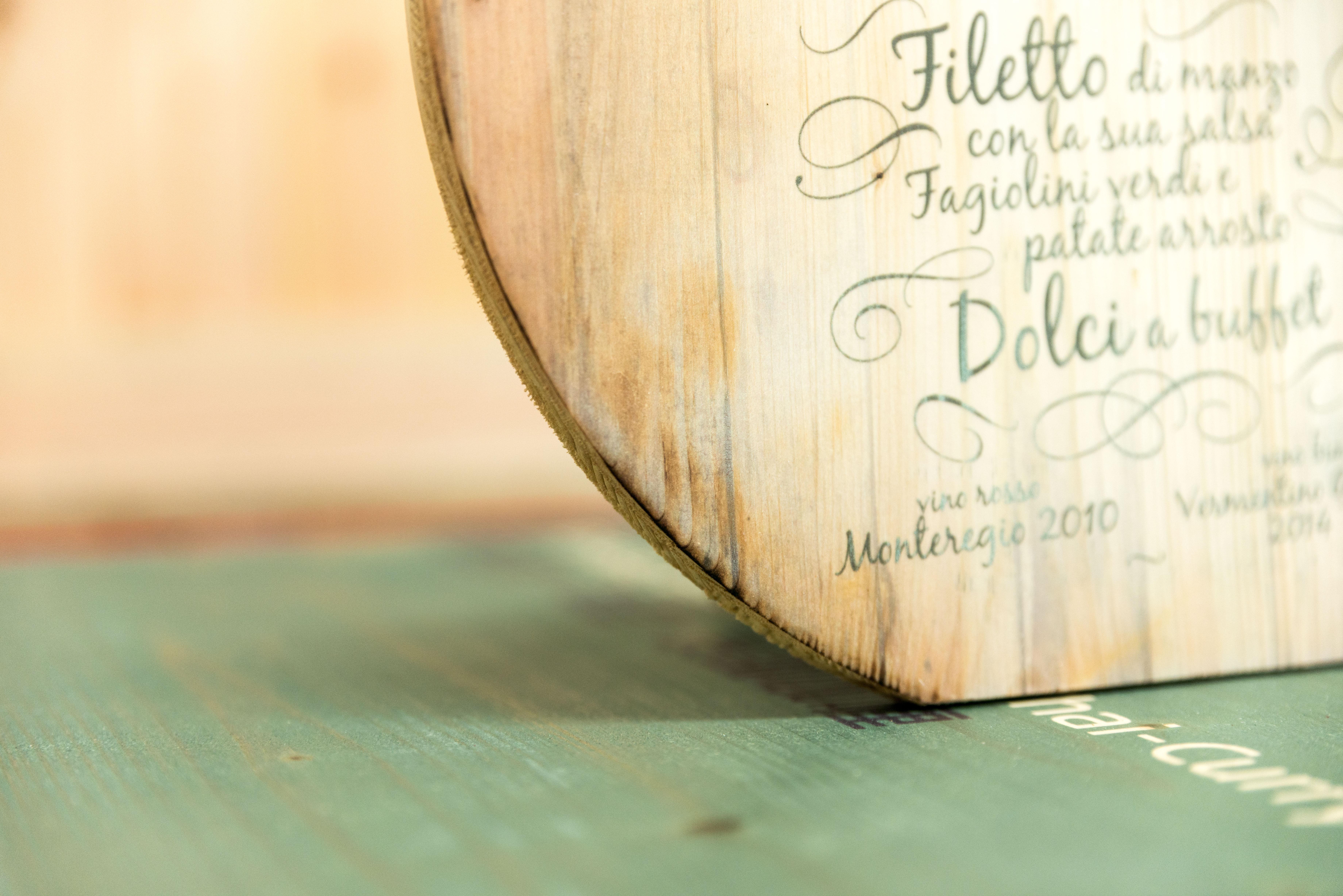 Hochzeitsmenükarte aus Holz