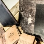Diverse Drucke auf Holz