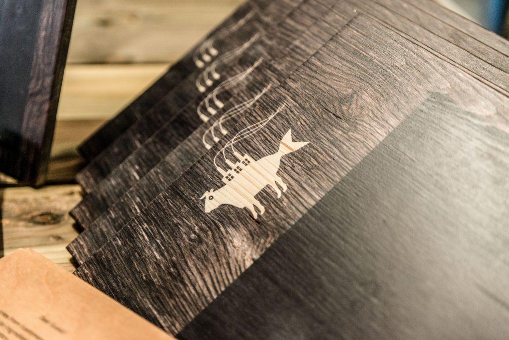 Individuelle Buffetschilder aus Holz mit Kreidestift beschreibbar