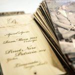 Detailansicht einer bedruckten Holzpostkarte