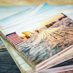 Diverse Urlaubsmotive gedruckt auf Vintage-Holz
