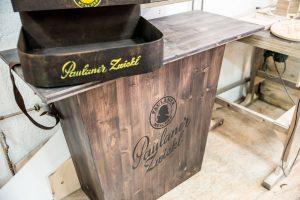 Für eine neue Biersorte aus dem Hause Paulaner haben wir einen Tresen gebaut und einen Bauchladen gebrandet.