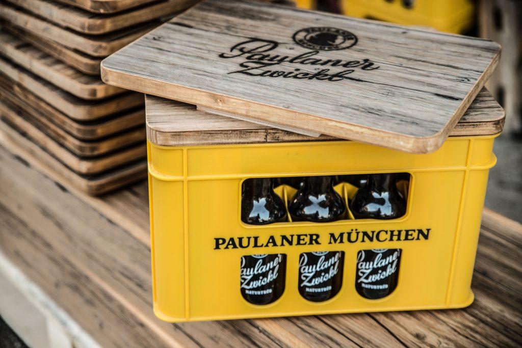 Bierkistenauflage aus Holz für Paulaner Zwickl