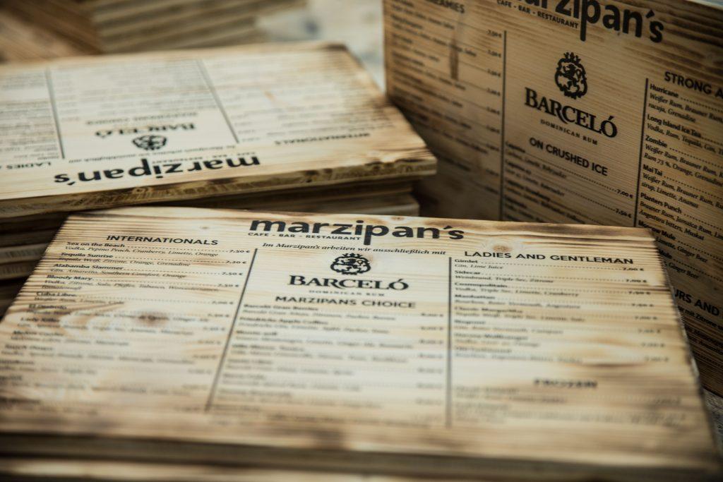 Speisekarte auf Holz - Getränkekarte gedruckt auf Holz