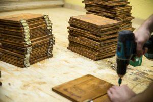 Individuelle Menükarten aus Holz