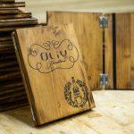 Klappbare Menükartenhalter aus Holz