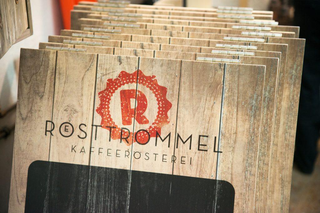 Kundestopper aus Holz mit Logo