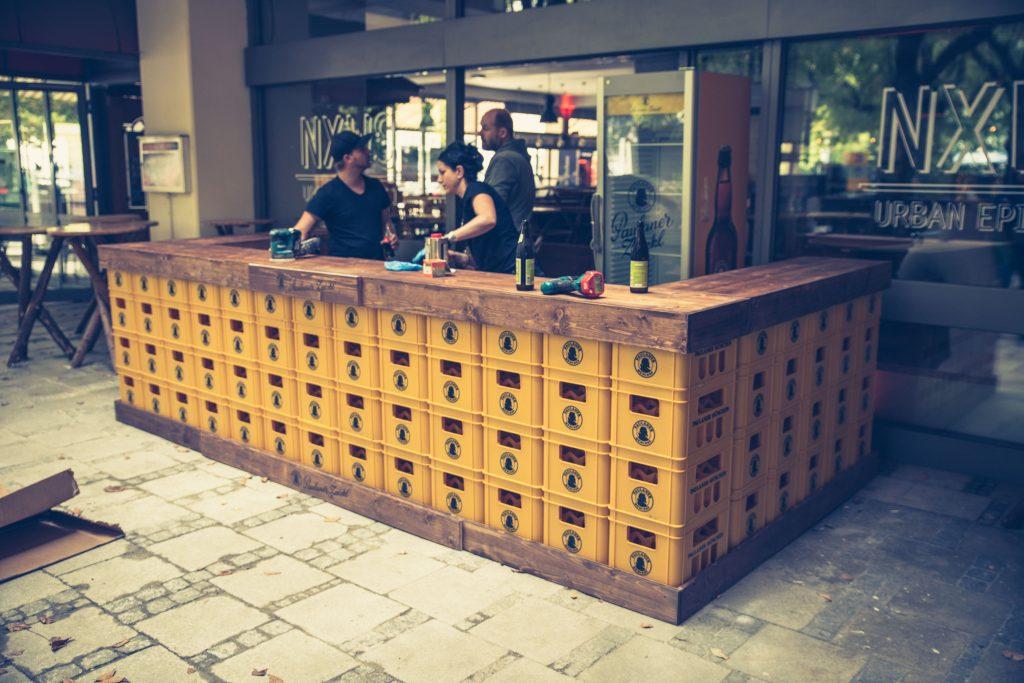 Tresenanlage aus Bierkisten