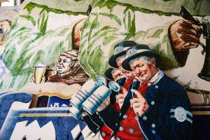 Konturgefräste Holzfiguren für die Kulmbacher Brauerei