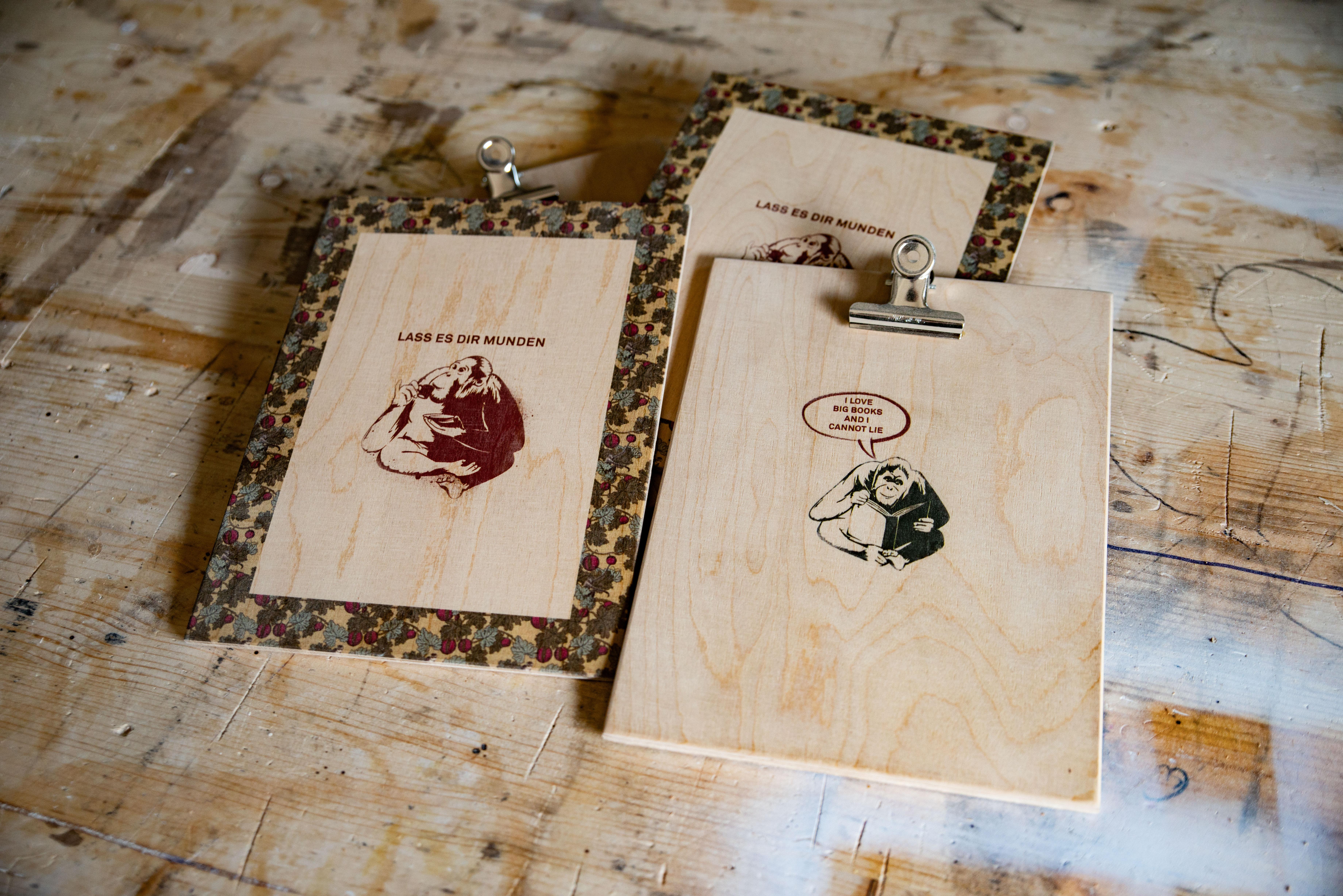 Doppelseitig bedruckte Klemmbretter aus Birkenholz