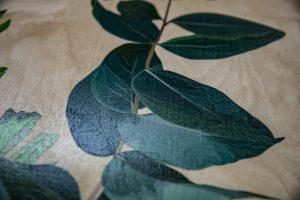 Grafische Motive gedruckt auf Birkenholz