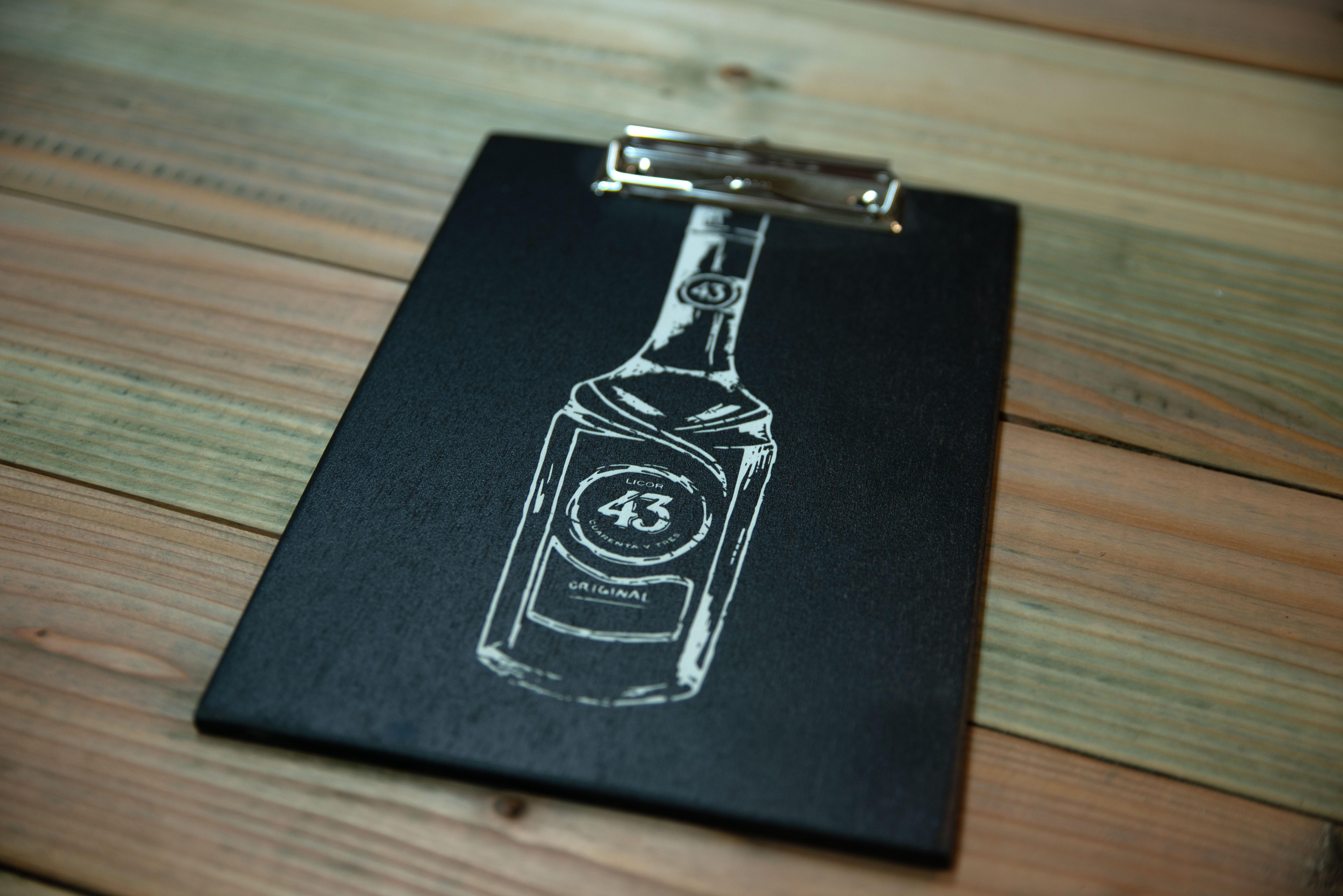 Getränkekartenhalter aus Holz