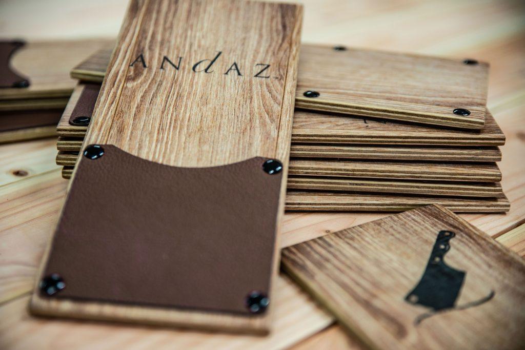 maßgeschneiderte Holzprodukte - Rechnungsmappe aus Holz
