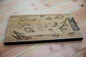 Speisekartenhalter aus Eichenholz