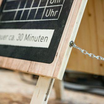 Kundenstopper - Holzaufsteller mit verschraubten Beinen