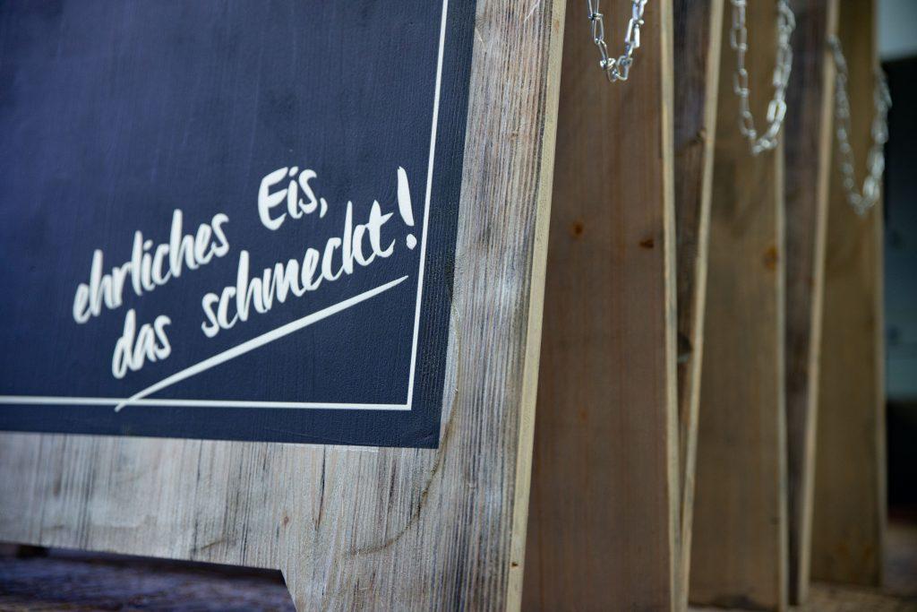 Kundenstopper - Holzaufsteller mit Schreibfläche