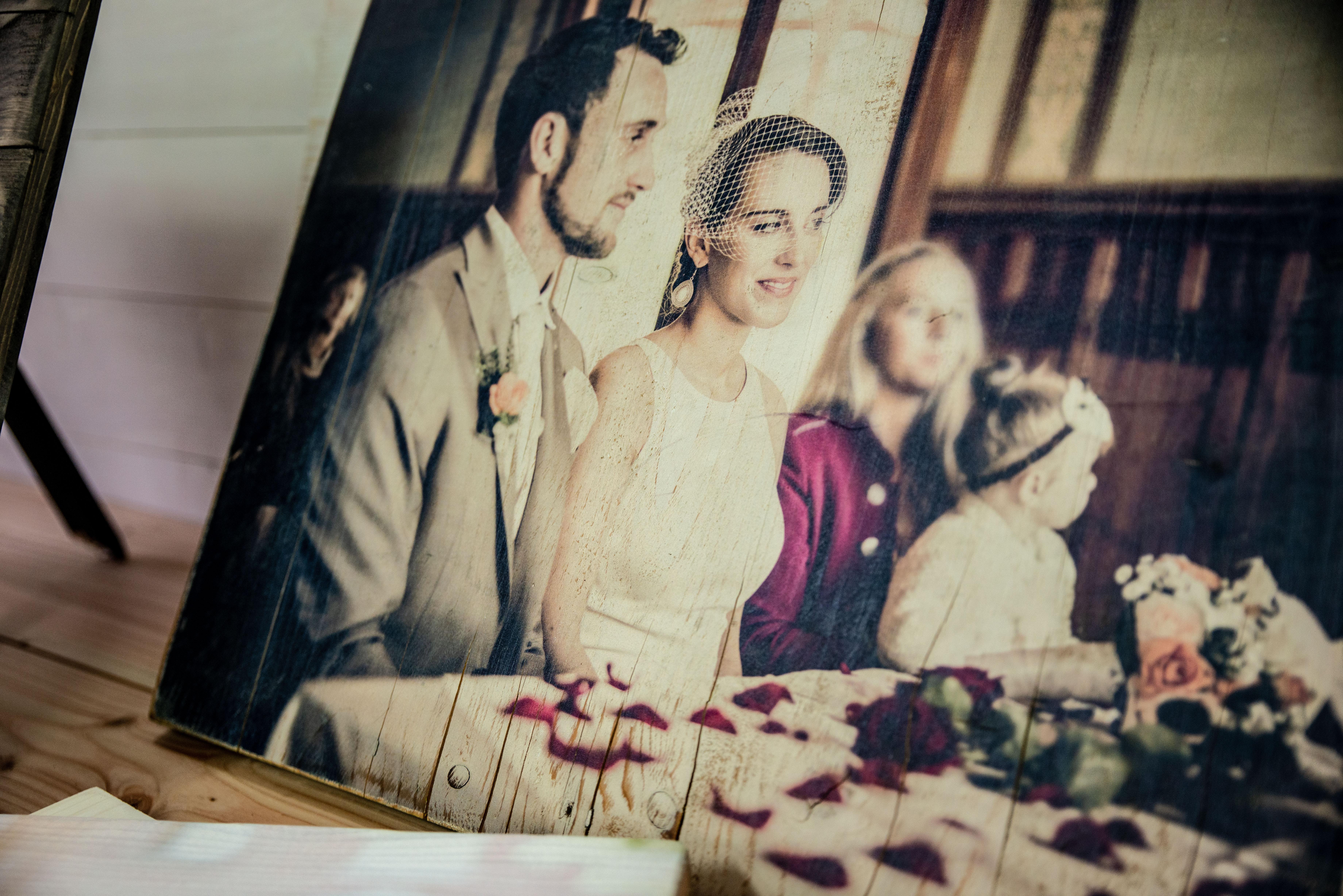Das-Brautpaar-gedruckt-auf-altem-Holz