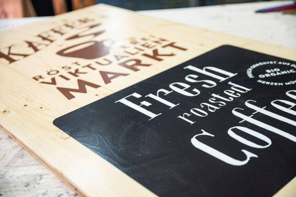 Kafeehaustafel aus Holz