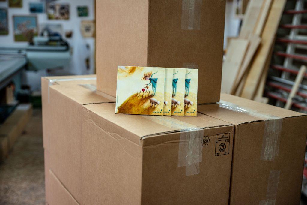 Quadratischer Bilderdruck auf Pappelholz