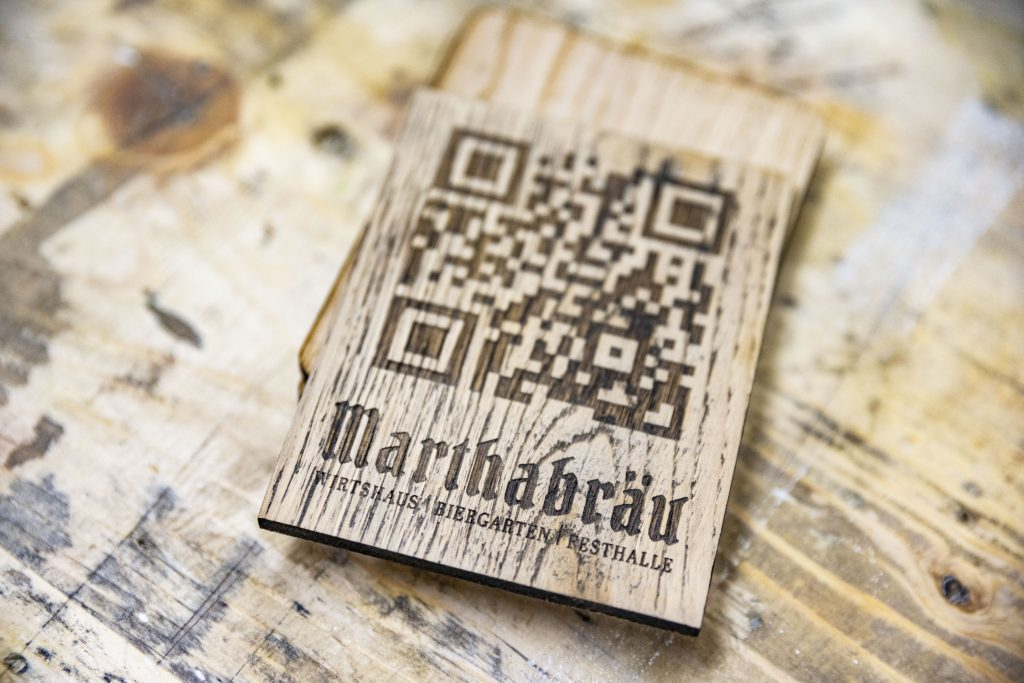 QR- Code auf Holz