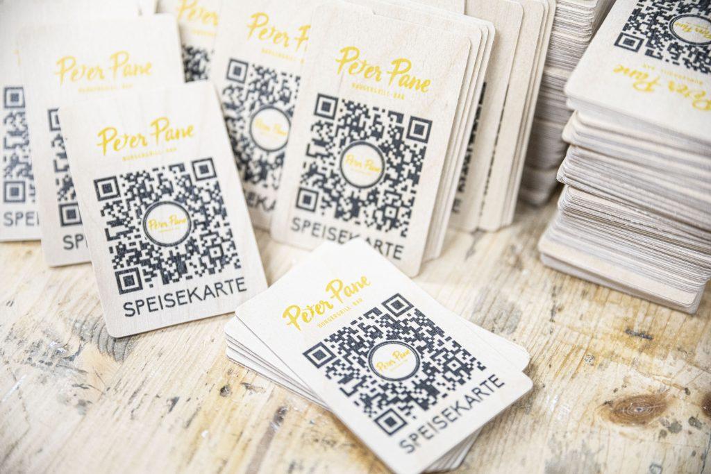 Speisekarte auf Holz - QR-Code - Karte auf Birke