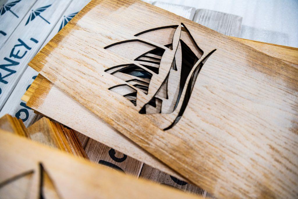 Eichenholz mit Laserschnitt