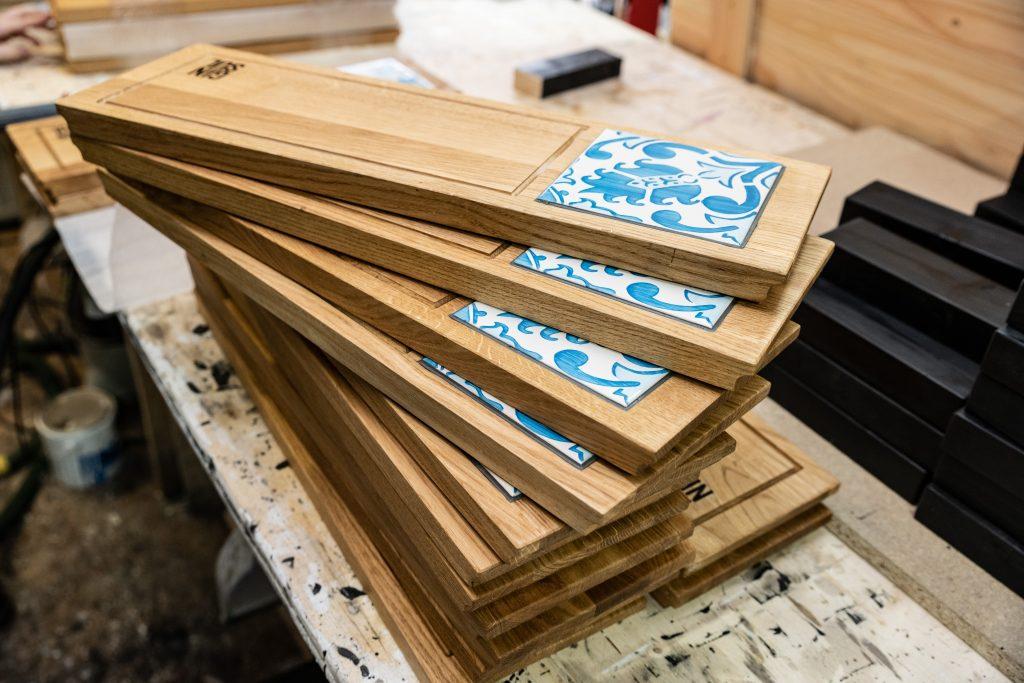 maßgeschneiderte Holzprodukte - Servierbretter für Gin Sul