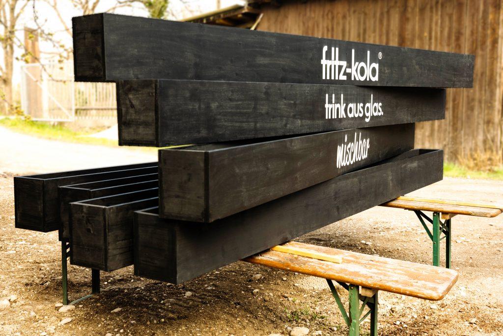 maßgeschneiderte Holzprodukte - Blumenkästen für Fritz Kola