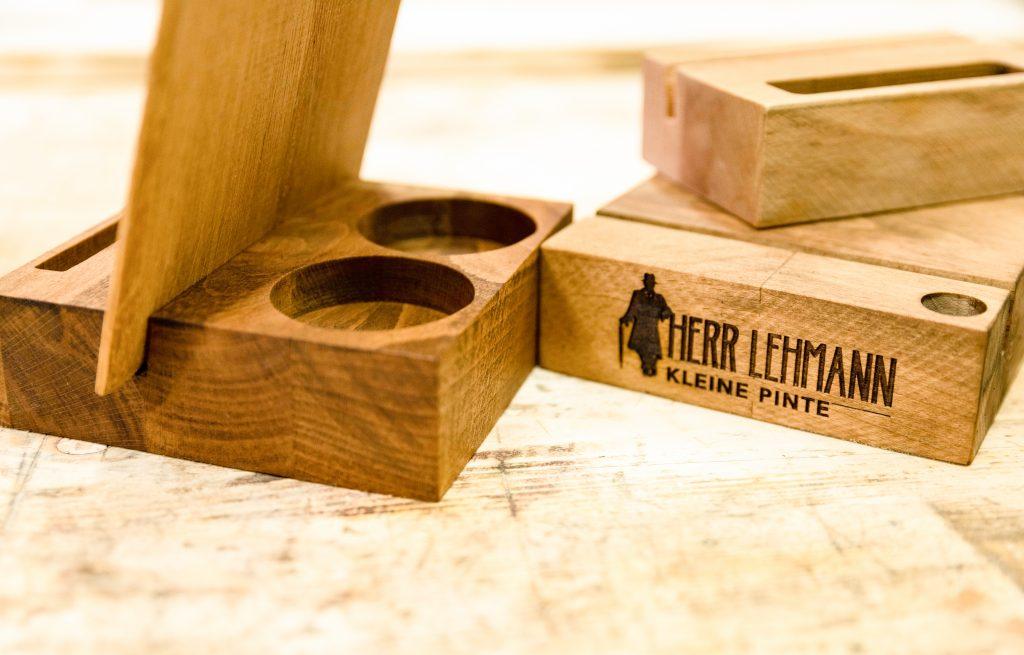 Tischaufsteller - maßgeschneiderte Holzprodukte - Eichensockel mit verschiedenen Fräsungen