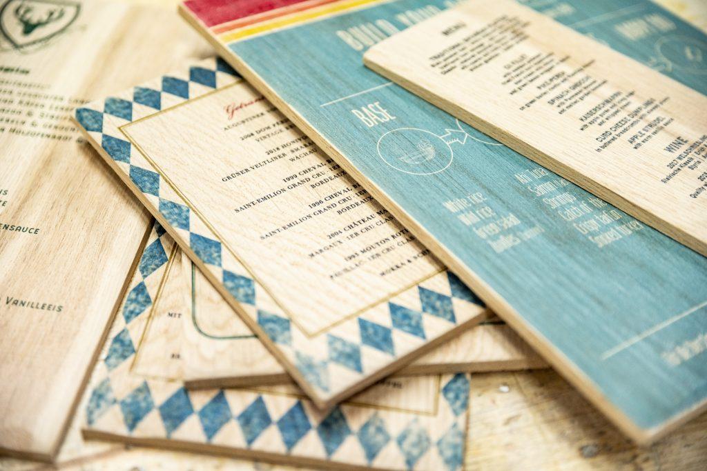 Speisekarten auf Eiche gedruckt