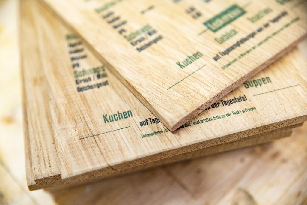 Speisekarte auf Holz - Direktdruck auf Eiche